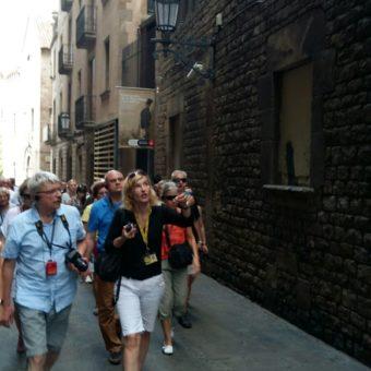 Licencjonowany przewodnik oprowadza po Barcelonie