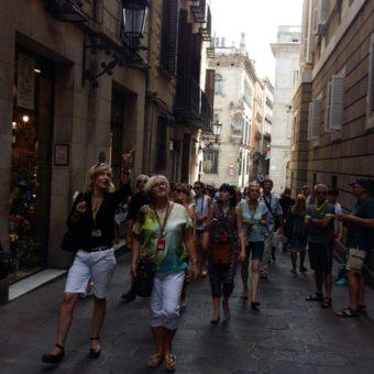 Przewodnik prezentuję Barcelonę zwiedzającym